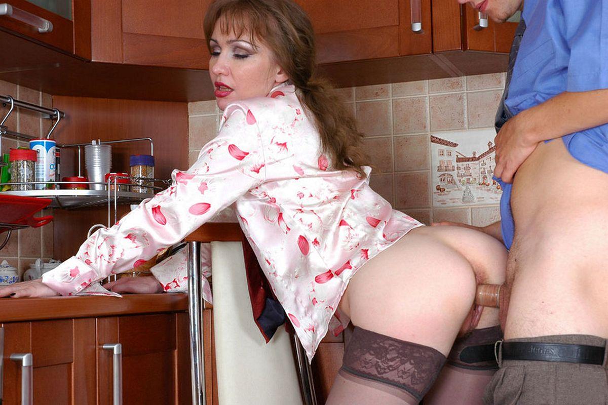 русская жена на кухне в халате порно онлайн что