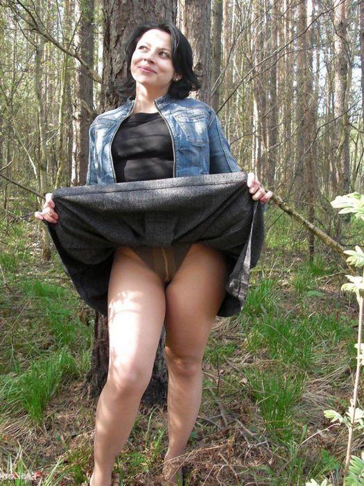 Upskirt либо засветы под юбками | 700x525